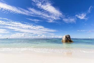 Seychelles, La Digue, Anse Source D'Argent, Granite rock on beach - FOF008424
