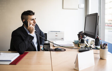 Man on the phone at desk in office - JASF000499