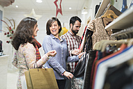 Happy friends shopping in fashion store - JASF000506