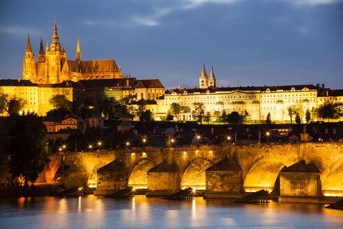 Prague, Charles Bridge, Vltava RIver and Prague Castel at twilight - GIO000764
