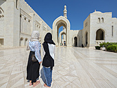 Oman, Muscat, Sultan Qaboos Grand Mosque, two female tourists with headscarf - AMF004788