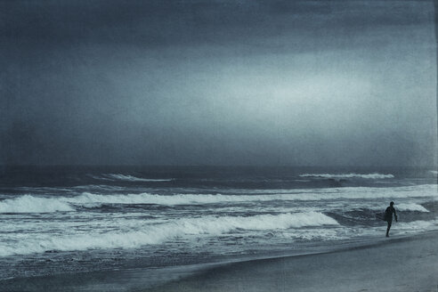 France, Contis-Plage, man walking on the beach, textured effect - DWIF000694