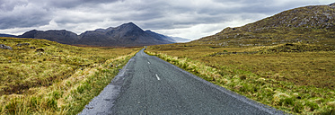 Ireland, Country road in Connemara - GIOF000766