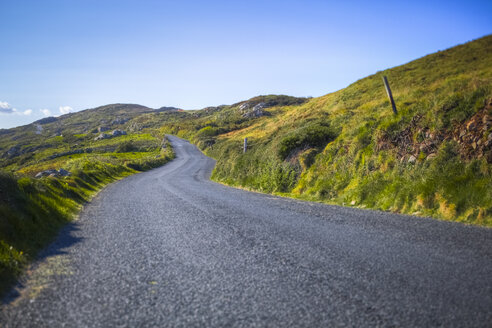 Ireland, road in Connemara - GIOF000781