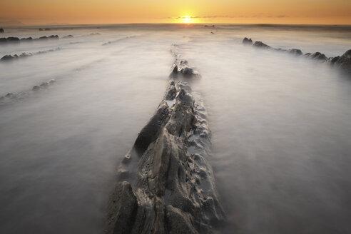 Spain, Basque Country, Pais Vasco, Barrika beach at sunset - DSGF000913