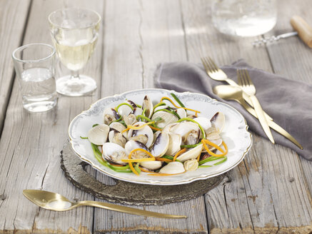 Clams with julienne vegetables - CHF000093