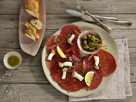 Tuna carpaccio with bread - CHF000099