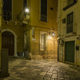 Italy, Apulia, Monopoli, Piazza at night - KAF000135