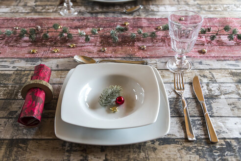 Place setting on laid table at Christmas time - SARF002569