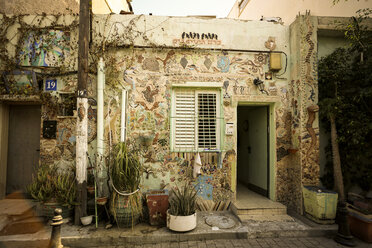 Israel, Tel Aviv, house in the old town with mosaics - REA000078