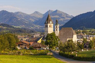 Austria, Tyrol, Kitzbuehel, townscape with churches - WDF003541