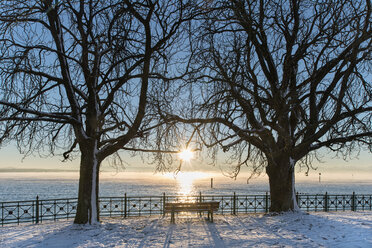 Germany, Friedrichshafen, Castle jetty at Lake Costance in winter - SH001892