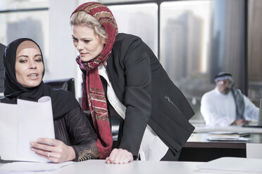Middle Eastern businesswoman in office - ZEF008591