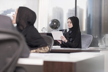 Middle Eastern businesswomen working in office - ZEF008600