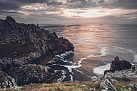 France, Brittany, Pointe du Raz, sunset at the coast - MJF001804