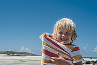 France, Brittany, happy boy on the beach - MJF001822
