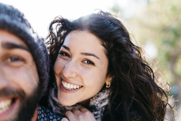 Young couple smiling - JRFF000465