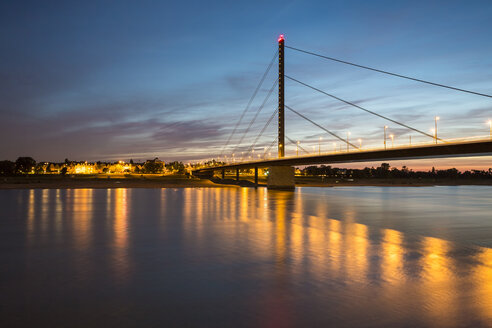 Germany, Dusseldorf, Rheinkniebruecke in the evening - TAMF000378