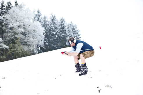 Man wearing Virtual Reality Glasses in winter landscape pretending to skiing - MAEF011366