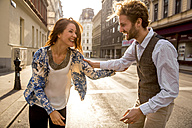 Happy young couple on the street - SUF000068