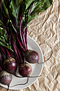 Plate with beetroot on crumpled brown paper - VABF000251