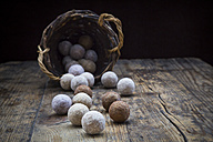 Different sorts of truffles on wood - LVF004588