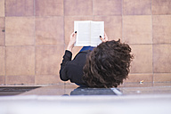 Top view of teenage girl  reading a book - SIPF000221