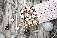 Cinnamon stars in box and christmas decoration - LVF004595