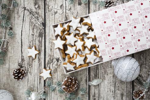 Cinnamon stars in box and christmas decoration - LVF004595