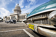 Cuba, Havana, view to Capitol with parking American vintage car in the foreground - STE000160