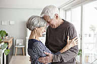 Portrait of happy senior couple at home - RBF004139