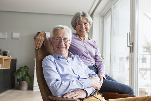 Happy senior couple at home - RBF004160