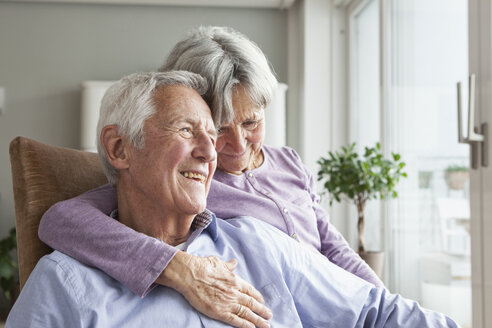 Happy senior couple at home - RBF004163