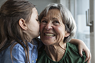 Little girl kissing her grandmother - RBF004214