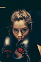 Portrait of female boxer - ZEDF000074