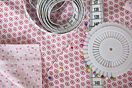 Tape measure and fixing pins on fabric - RBF004233