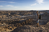 Chile, San Pedro de Atacama, Valley of the Moon, hiker lookig at view - MAUF000301