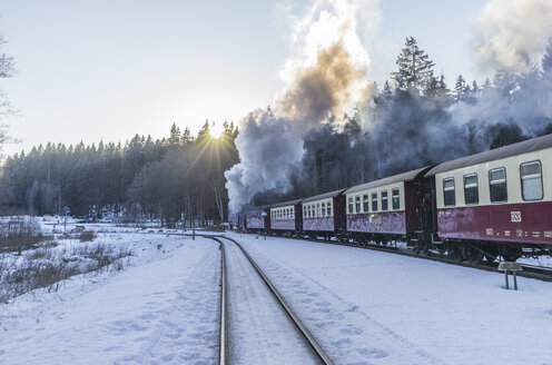 Germany, Saxony-Anhalt, Harz National Park, Harz Narrow Gauge Railway in winter - PVCF000792