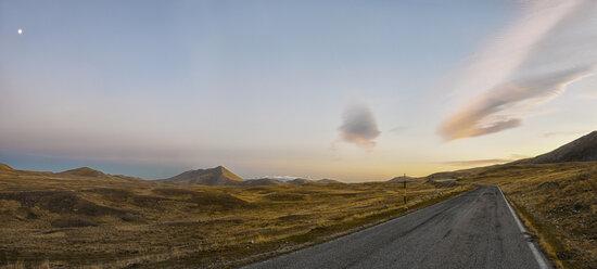 Italy, Abruzzo, Gran Sasso e Monti della Laga National Park, Plateau Campo Imperatore at sunset in winter - LOMF000222