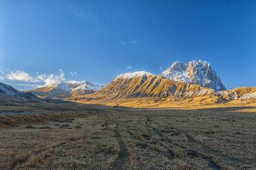 Italy, Abruzzo, Gran Sasso e Monti della Laga National Park, Tracks on plateau Campo Imperatore and summit Corno Grande in winter - LOMF000225