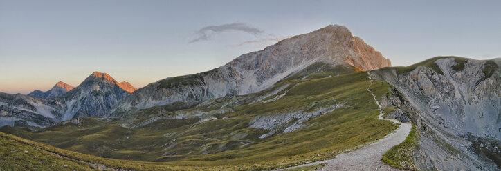 Italy, Abruzzo, Gran Sasso e Monti della Laga National Park, Sunrise on peak Corno Grande - LOMF000231
