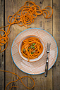Bowl of spiralized carrot salad with spring onions - LVF004624