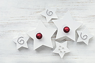 White star-shaped Christmas presents, with Christmas decoration on wood - ASF005865