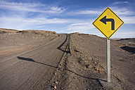 Chile, San Pedro de Atacama, sign on dirt road in Atacama desert - MAUF000364