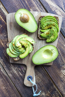 Protein bread garnished with sliced avocado, cress and chili powder - SARF002632