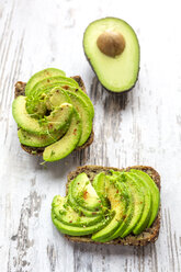 Protein bread garnished with sliced avocado, cress and chili powder - SARF002635