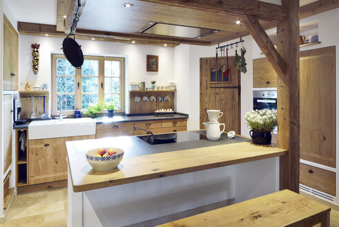 Rustic country style home with kitchen island - BRF001267