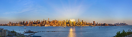 USA, New York City, panorama of Manhattan at sunset - HSIF000439