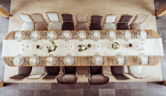 Festive laid dinner table, wedding - BMAF000086