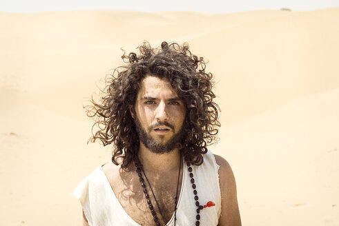 Portrait of man with beard and curly hair in the desert - BMAF000138